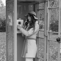 девушка в телефонной будке :: Марина Мякошина