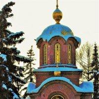 В окнах часовенки свет небесный :: Сергей Чиняев