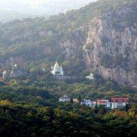 Храм Святого Архистратига Михаила в Алупке :: Валерий Новиков