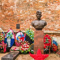Могила и памятник Герою СССР М.А. Егорову :: Ruslan