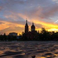 Церковь на закате :: Роман Романов