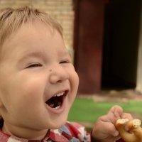 Дети – это маленькие человечки, которые заставляют нас улыбаться, радоваться жизни, а их искренний с :: алиса Царёва