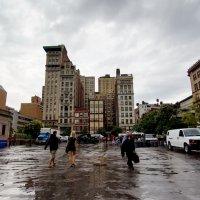 В городе был дождь! :: Galina Kazakova