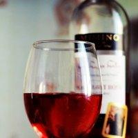 Разлитый виноград в бокал (в цвете) :: А. Stern