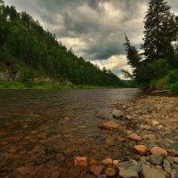 Хмурится небо над таежной рекой. :: Николай Привалов
