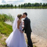 У озера :: Михаил Тарасов