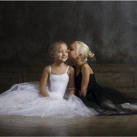 Черный и белый лебеди 2 :: Виктория Иванова