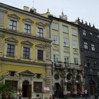 Жилые   дома   18   века   в   Львове :: Андрей  Васильевич Коляскин