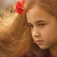Портрет Оленьки с цветком :: Вера Сафонова