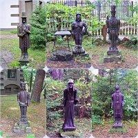 Скульптуры персонажей сказок Э.Т.А. Гофмана на территории отеля :: Валерия Комова