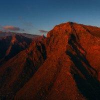 Красные горы :: Михаил Лежнёв