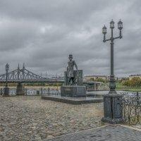Тверь. Вид на Староволжский мост и памятник А.С.Пушкину. :: Михаил (Skipper A.M.)