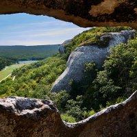 поглядывая из дозорной пещеры :: Андрей Козлов