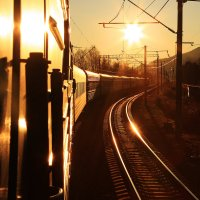 По соседнему пути, лучи солнышка видны... :: Алексей Белик