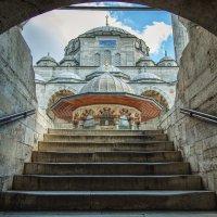 Вид на мечеть Соколлу мехмед паши с лестницы внутреннего дворика. Работа мимара Синана :: Ирина Лепнёва