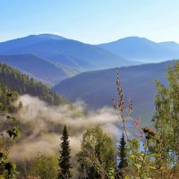 Туман покидает долину :: Сергей Чиняев