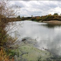 Я хожу, грущу один: Осень рядом где-то. Жёлтым листиком в реке утонуло лето. :: Владимир ( Vovan50Nestor )