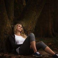 девушка в лесу :: Вера Кристеченко