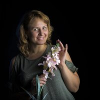 С цветком.. :: Юрий Никульников