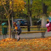 Прогулка в парке :: Юрий Гайворонский