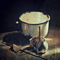 Листик, кружка и чеснок :: Ольга Мальцева