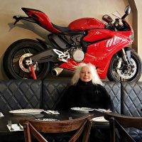 В ресторанчике Мельбурна :: Tatiana Belyatskaya