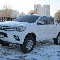 Белый пикап Toyota :: Дмитрий Никитин