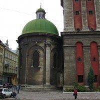 Бывший   римо - католический   храм  в   Львове :: Андрей  Васильевич Коляскин