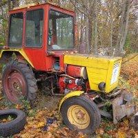 Трактор осенью :: Дмитрий Никитин