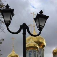 Фонарь и золотые купола :: Дмитрий Солоненко