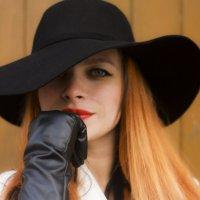 Дама в шляпке :: Эльвира