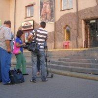 Экскурсовод и заинтересованные посетители :: Анна Воробьева