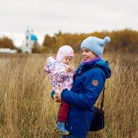 Осень с дочкой :: Галина Шарапова