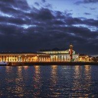 Вечерний вид на здание Биржы :: Александр Кислицын