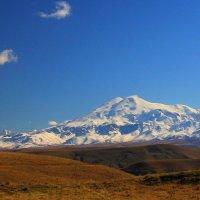 Эльбрус-красавец...Вид с юго-востока (плато Бийчесын) на северо-западную часть Эльбруса :: Vladimir 070549