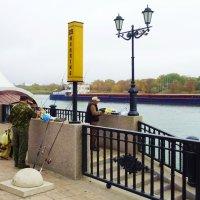 Рыбаки на набережной Ростова-на-Дону :: татьяна