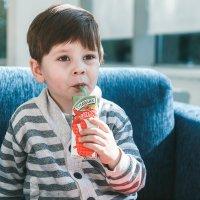 Ребенок в кафе :: Наталья Зенченко