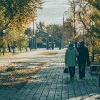 осень в городе Тю :: Ольга Бездольная