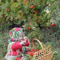 Малышка в платочке :: Алена Береzа