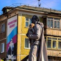Живая статуя на День Победы..... :: Сергей К.