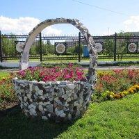 Каменная корзина с цветами :: Вера Щукина