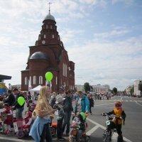 Карнавал детских колясок и велосипедов :: Галина