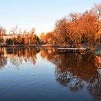 Можно долго смотреть на отражение в воде. :: Татьяна Помогалова