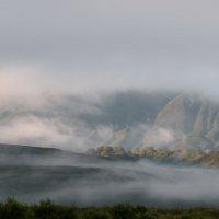 Туман на Курильском озере :: Александр Поборчий