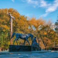 Ноябрь в Старо-Базарном сквере. :: Вахтанг Хантадзе