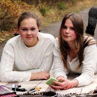 Подружки Алина и Дарья :: Виктория Левина