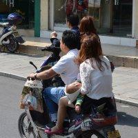 Семейное средство передвижения в Китае :: Андрей + Ирина Степановы