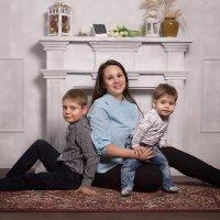 Мама с сыновьями :: Екатерина Лазарева