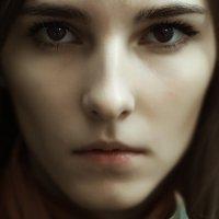Портрет девушки со взглядом смотрящим в душу :: Евгений Шейд