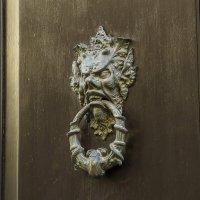 На одной из дверей в старом городе :: leo yagonen